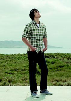 Camisa a cuadros (código: OMCL0043) - Tshirt básico cuello redondo (código: OMOD0001) - Jean rasgado (código: OMPJ0003)