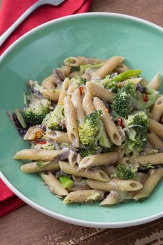Pasta con sarde e broccoli: un primo piatto dai sapori semplici ma stuzzicanti, ideale se si vuole gustare una pietanza genuina e gustosa!  [Pasta with broccoli and sardine]