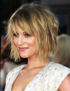 Cute, short, easy and quick messy hairstyles for short, medium and long hair. Different messy hairstyles pictures in updo or buns for school or work. Bob Hairstyles For Fine Hair, Layered Bob Hairstyles, Short Bob Haircuts, Haircuts For Long Hair, Short Hairstyles For Women, Hairstyles Haircuts, Haircut Short, Fringe Hairstyles, Haircut Bob