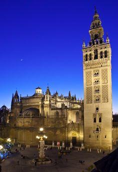 Plaza Virgen de los Reyes