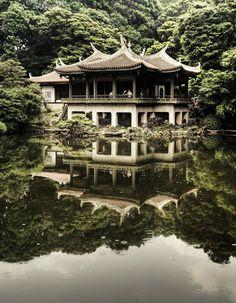 maison japonaise au bord du lac
