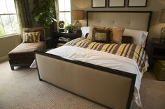 Here we have a second angle on the same faux-stone floor bedroom.