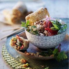 Loempia van filodeeg met kip en zoete aardappel Middle Eastern Recipes, Guacamole, Acai Bowl, Tacos, Mexican, Asian, Breakfast, Ethnic Recipes, Food