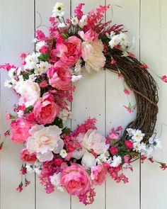 100 Easy DIY Valentines Decorations Ideas 41 – Home Design Mothers Day Wreath, Valentine Day Wreaths, Valentine Decorations, Valentines Diy, Holiday Wreaths, Winter Wreaths, Spring Wreaths For Front Door Diy, Summer Wreath, Door Wreaths