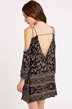 Ecote Printed Cold Shoulder Dress in Black Casual Jumpsuit, Jumpsuit Dress, Boho, Bohemian Style, Urban Outfitters Shorts, Models, Indie Fashion, Day Dresses, Floral Dresses