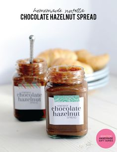 Your friends will love you when you make them this homema… Easy Homemade Nutella. Your friends will love you when you make them this homemade Nutella recipe. This chocolate hazelnut spread is the perfect holiday gift. Homemade Nutella Recipes, Homemade Chocolate, Chocolate Recipes, Chocolates, Chocolate Hazelnut, Nutella Chocolate, Western Food, Hazelnut Spread, Grilling Recipes
