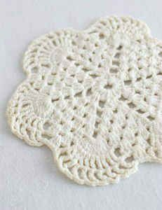 Free crochet mini doily pattern.