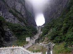 """Esta é a """"Escadaria Para o Céu"""", local em Zhangjiajie, na China"""