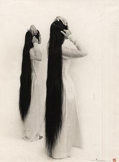 Pham Van Mui, Jeunes filles debout