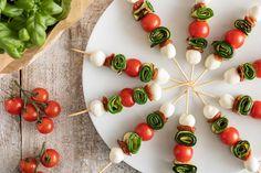 Un leggero e fresco antipasto o stuzzichino per una cena tra amici, anche dell'ultimo minuto. Antipasto, Mozzarella, Starters, Happy Hour, Finger Foods, Picnic, Appetizers, Healthy Recipes, Vegetables