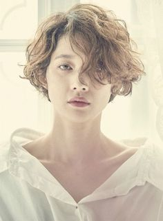 Do you like your wavy hair and do not change it for anything? But it's not always easy to put your curls in value … Need some hairstyle ideas to magnify your wavy hair? Curly Hair Cuts, Short Curly Hair, Wavy Hair, Short Hair Cuts, Curly Hair Styles, Natural Hair Styles, Short Pixie, Thin Hair, Pixie Cut