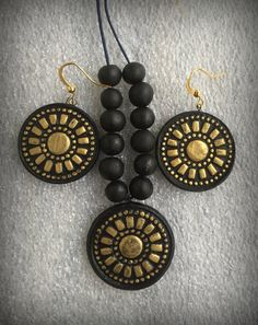 Terracotta jewelry set/ Black and gold Combination Terracotta Jewellery Designs, Antique Jewellery Designs, Handmade Jewelry Designs, Handmade Jewellery, Clay Beads, Polymer Clay Jewelry, Clay Earrings, Beaded Necklace Patterns, Beaded Jewelry