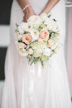 White and peach wedding bouquet #summerbouquets #springbouquets #whiteboquets