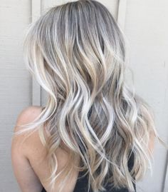Cool-toned vanilla blonde highlights by Taylor Moses