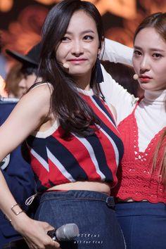 151105 f(x) Victoria & Krystal @ M!Countdown