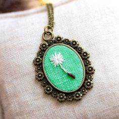 This charming vintage necklace with a hand embroidered dandelion seed is an adorable piece full of tenderness and simple beauty. It is a great accessory for an everyday wear, and you can wear it on a