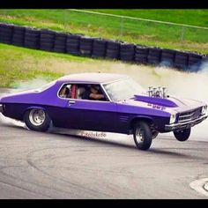 handling wasn't one of their greatest attributes.though they were better than most in those days! Australian Muscle Cars, Aussie Muscle Cars, American Muscle Cars, Car Memes, Car Humor, Holden Muscle Cars, Holden Monaro, Holden Australia, Yorky
