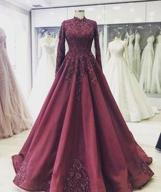 Ideas for indian bridal reception gowns outfit Muslimah Wedding Dress, Muslim Wedding Dresses, Event Dresses, Wedding Dress Styles, Pakistani Dresses, Muslim Prom Dress, Indian Gowns, Indian Wedding Fashion, Indian Wedding Outfits