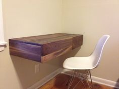 Floating desk plans Create a streamlined This DIY floating desk is just that with a few boards from a hardware store and Diy Home Decor Bedroom, Small Room Bedroom, Bedroom Ideas, Small Rooms, Girls Bedroom, Master Bedroom, Stand Up Desk, Floating Desk, Cupboard Design
