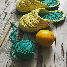 Videotutoriales – Pantunflas – Zapatillas – Trapillo – Crochet XXL – Comando Craft Free Crochet Bag, Diy Crochet And Knitting, Crochet Baby, Knit Shoes, Crochet Shoes, Crochet Slippers, Cotton Cord, Sewing Patterns, Crochet Patterns