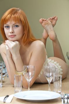 oh-sole-o-mio:  Wow. Beautiful redhead, beautiful soles.