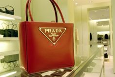 women\u0026#39;s handbags and purses on Pinterest | Prada Bag, Popular ...