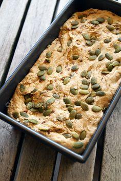 zelf Speltbrood maken Healthy Baking, Healthy Snacks, Healthy Recipes, Breakfast Bake, Breakfast Recipes, Good Food, Yummy Food, Fodmap Recipes, Food Humor