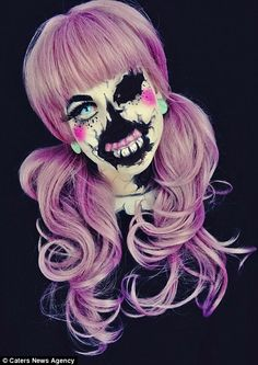 Twistinbangs, aka Corie Willet, is a body makeup artist that has the talent and ability, to transform her outer appearance into anything she desires. Zombie Makeup, Clown Makeup, Costume Makeup, Zombie Eyes, Sfx Makeup, Amazing Halloween Makeup, Halloween Looks, Halloween Face Makeup, Halloween Queen