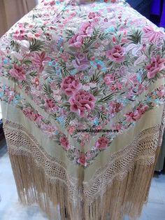 PIANO SHAWLS / Manila shawls Folk Fashion, Gothic Fashion, Beautiful Outfits, Amazing Outfits, Chinese Embroidery, Frou Frou, Silk Shawl, Embroidered Silk, China Fashion