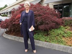Susan After 60, Street Style Blog, Style Challenge, Hello Gorgeous, White Pants, New Trends, Navy And White, Normcore, Style Inspiration