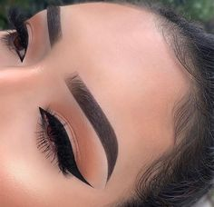 Related posts:Beauty makeup - big lipsMauve and silver smokey eyeGreen eyes and eyeliner Simple Eyeliner, Eyeliner Looks, Simple Makeup, Natural Makeup, Eyeshadow For Green Eyes, Eyeshadow Makeup, Makeup Brushes, Eyeshadows, Winged Eyeliner Tutorial