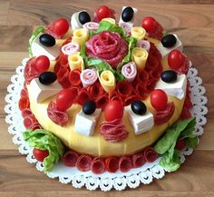 Sweet Home: Beautiful sandwich. Food Cakes, Appetizer Sandwiches, Meat Platter, Sandwich Cake, Food Garnishes, Salty Cake, Snacks Für Party, Food Platters, Food Decoration