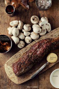 Polędwiczka w czarnym pieprzu z pysznym sosem pieczarkowym Mushroom Stew, Texas Bbq, Stuffed Mushrooms, Stuffed Peppers, Polish Recipes, Meat Chickens, Grilled Meat, Bbq Grill, Carne