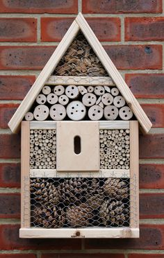 Related image Bug Hotel, Garden Crafts, Garden Projects, Insect Box, Ladybug House, Mason Bees, Bee House, Sensory Garden, Small Wood Projects
