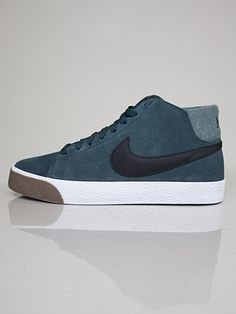 NIKE ACTION SPORTS  510965-309 BLAZER MID LR  Scarpe Basse - seeweed - black - brown  € 80,00  MORE INFOS: http://www.moveshop.it/ecommerce/index.php/it/articolo/24562/5123/510965-309%20BLAZER%20MID%20LR