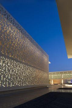 Image 21 of 27 from gallery of Princess Nora Bint Abdulrahman University / Perkins+Will. Photograph by Bill Lyons Building Skin, Building Facade, Design Exterior, Facade Design, Facade Lighting, Exterior Lighting, Islamic Architecture, Facade Architecture, Facade Pattern