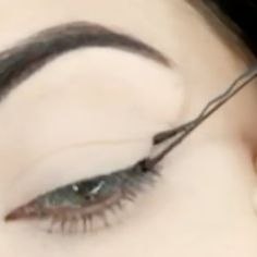 Create The Perfect Winged Eyeliner With This Super Easy Trick