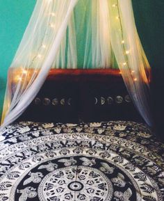 i want to put a canopy in my room so bad Dream Rooms, Dream Bedroom, Home Bedroom, Teen Bedroom, Diy Room Decor, Bedroom Decor, Bedroom Ideas, Bedroom Inspo, Wall Decor