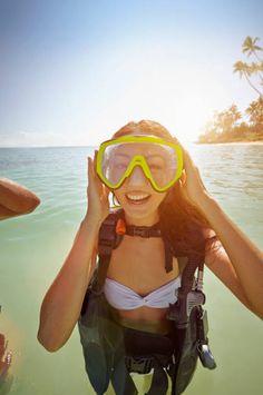 Japanese woman wearing scuba gear in ocean Scuba Girl, Sport Girl, Scuba Diving, Gears, Wetsuit, Swimming, Ocean, Japanese, Lady