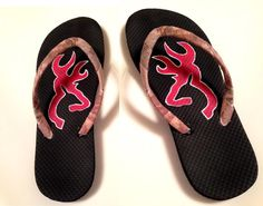 Browning Symbol Realtree flip flops need Cute Shoes, On Shoes, Me Too Shoes, Shoe Boots, Country Outfits, Country Girls, Country Life, Country Style, Flip Flop Sandals