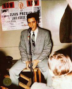 October 1957 ~ Elvis - Civic Auditorium San Francisco, CA Elvis Presley Young, Young Elvis, Elvis Presley Photos, 50s Music, San Francisco, Jailhouse Rock, Latest Albums, Graceland, Greatest Hits