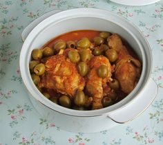 Chicken with olives in tomatoe sauce