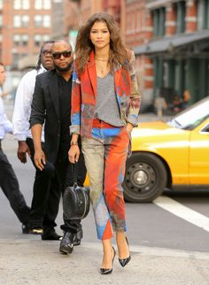 Zendaya looks cool in a grey t-shirt and Vivienne Westwood suit on the streets of New York. Zendaya Coleman, Vivienne Westwood Suit, Stylish Outfits, Fashion Outfits, Womens Fashion, Celebrity Dresses, Celebrity Style, Zendaya Street Style, Zendaya Outfits