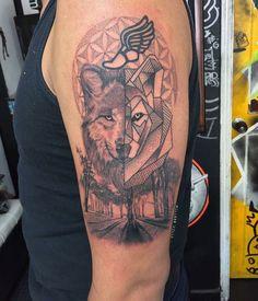 #tatuaje #tattoo #tattooart #Tattoos #tatuajes #lobo #lobotattoo #wolf #wolftattoo #realistictattoo #geometrictattoo #hermes #flordelavida #nature #naturetattoo #bosque #ink #inked #inkedmag #inkjunkeys #inkjunkeyz #mundoskink #workhorseirons #bishop #bishoprotary #fkirons #spektradirekt #radiantcolors #radiantcolorsink #radiantcolorsartist