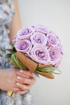Bouquet Blueprint | DIY Wedding | beautiful mono-botanical bouquet with magnolia leaves, bear grass, and lots of 'ocean song' lavender roses! One color bouquets are perfect for patterned bridesmaid dresses!
