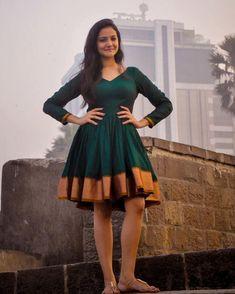 Deep Green Narayanpeth Organic Sari Dress by AadikarInk on Etsy Lehenga Designs, Kurta Designs, Long Gown Dress, Sari Dress, Saree Gown, Long Frock, Indian Gowns Dresses, Indian Fashion Dresses, Frock Design