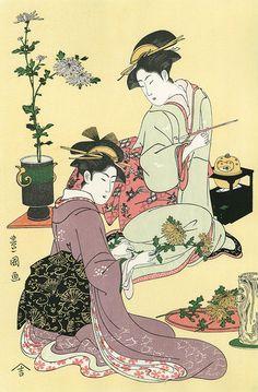 振袖姿の若い女性たちが菊の花を生けている様子を描いた作品。髪形や着物などに当時の流行が反映されています