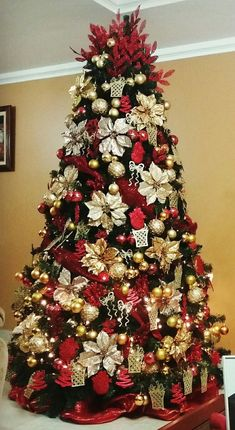Beautiful Christmas Trees to Inspire Your Tree Decor Ideas Beautiful Christmas Trees to Inspire Your Tree Decor IdeasBeautiful Christmas Trees are the cornerstone of holiday decor. Red And Gold Christmas Tree, Beautiful Christmas Trees, Christmas Tree Themes, Elegant Christmas, Christmas Holidays, Christmas Crafts, Xmas Tree, Christmas Tree Poinsettia, Red Tree