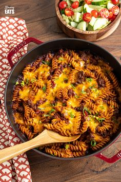 BBQ Bacon Cheeseburger Pasta Bake - ground beef, smokey bacon, a delicious tangy bbq sauce and pasta all topped with gooey melted cheddar cheese. It doesn't get much better than this. Slimming World and Weight Watchers friendly Bacon Pasta Recipes, Mince Recipes, Weight Watcher Ground Beef Recipe, Slimming World Beef Recipes, Carrot And Lentil Soup, Best Pasta Dishes, Cheeseburger Pasta, Slimming Eats, Slimming Word