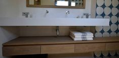 Spérone - Bathroom nook with white concrete wash basin